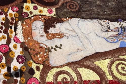 Klimt inspirálta virágszőnyeg