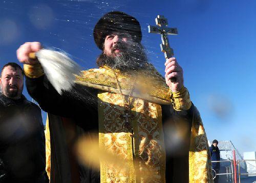 egy ortodox pap aldas oszt Bajkonurban