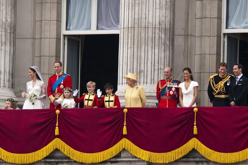 Filippa névnap - Pippa Middleton a kép jobb oldalán