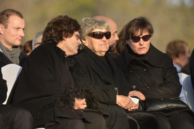 Göncz Árpád özvegye, Göncz Árpádné (középen) és lánya, Göncz Kinga volt szocialista európai parlamenti képviselõ, korábbi külügyminiszter; MTI Fotó: Koszticsák Szilárd