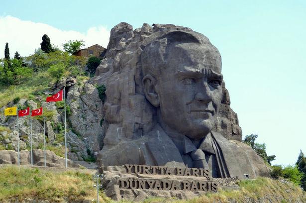 atatürk-szobor-szikla